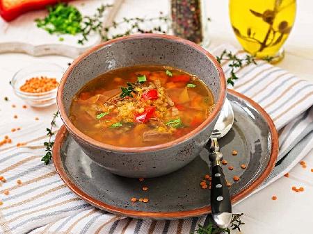 Бистра супа от червена леща, тиквички, морков, лук, целина, естрагон, копър и магданоз - снимка на рецептата